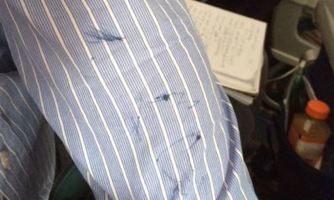 Κάρφωσε με στυλό άνδρα που ροχάλιζε σε αεροπλάνο (video)