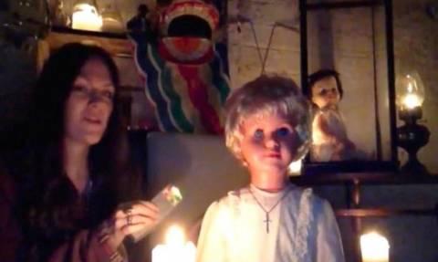 Στοιχειωμένη κούκλα βασανίζει όσους την κοιτούν στα μάτια! (video+photos)