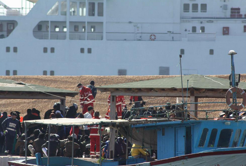 Συγκλονιστικές εικόνες και βίντεο από το ναυάγιο ανοικτά της Λιβύης