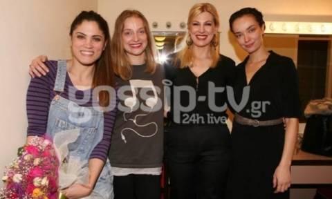 Μαίρη Συνατσάκη: Όλοι οι φίλοι της στο πλευρό της στο ντεμπούτο της στο θέατρο!