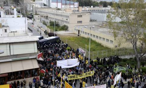 Δίκη Χρυσής Αυγής: Έδιωξαν το Νίκο Ορφανό από τη διαδήλωση στον Κορυδαλλό