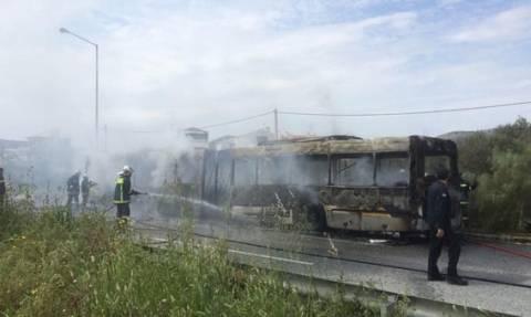 Πυρκαγιά σε αστικό λεωφορείο στη Βάρκιζα (photo)