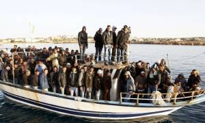 Ρέντσι: Δυο πλοιάρια με 400 μετανάστες κινδυνεύουν αυτή την ώρα στη Μεσόγειο