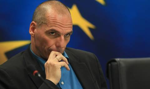 Bloomberg: Γιατί γελάει ο Βαρουφάκης;