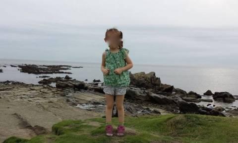 Υπάρχει φάντασμα πίσω από το κοριτσάκι; (Photos)