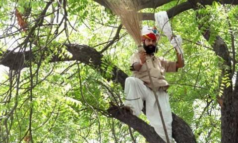 Νέο Δελχί: Αγρότης απαγχονίστηκε κατά τη διάρκεια διαδήλωσης