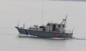 Δουλεμπορικό σκάφος εντοπίστηκε ανοιχτά της Κύμης