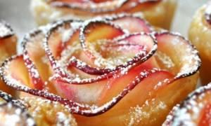 Τριαντάφυλλα από μήλα! Αυτό το επιδόρπιο θα ξετρελάνει τους καλεσμένους σας