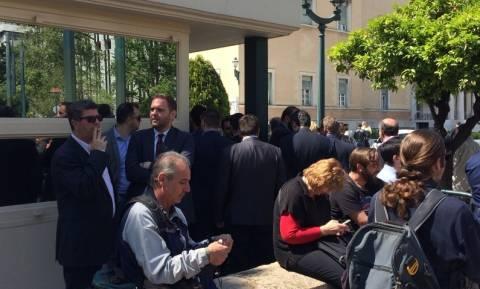 Στη Βουλή βρέθηκαν οι δήμαρχοι για τα ταμειακά διαθέσιμα (Photos και Videos)