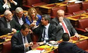 Πανικός για άλλη μία φορά στη Βουλή