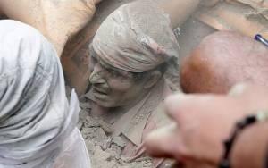 Νεπάλ: Ξεπέρασαν τους 100 οι νεκροί από τον σεισμό των 7,9R (photos&videos)