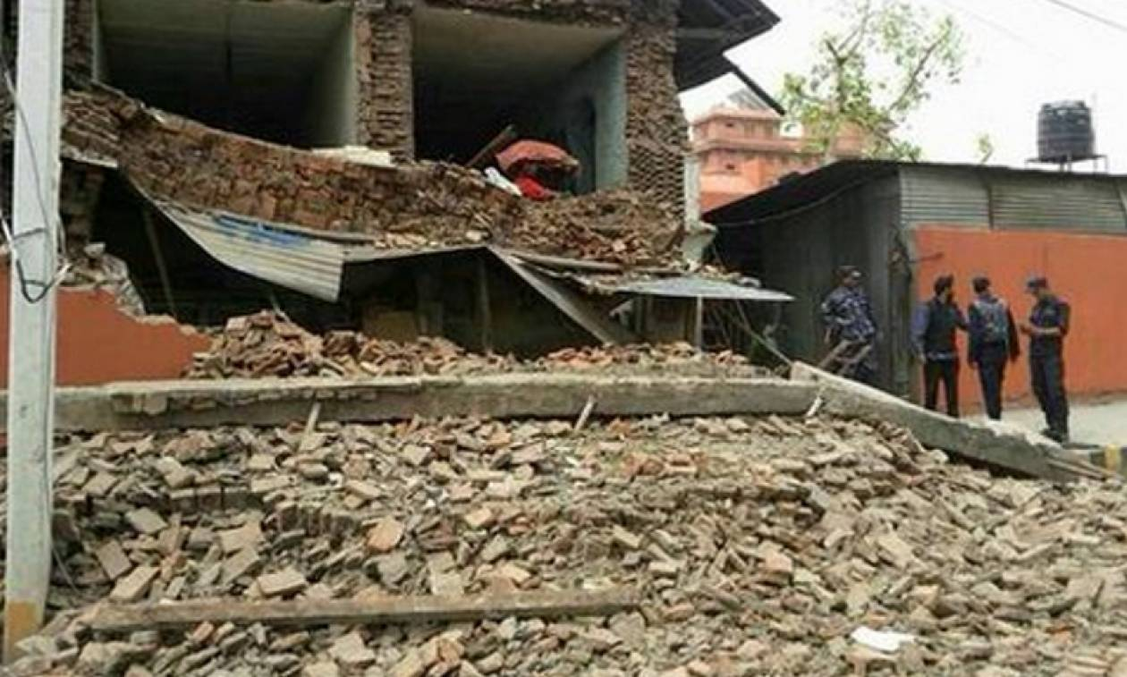 Σεισμός Νεπάλ: Κατέρρευσε ιστορικός πύργος – Προκλήθηκαν χιονοστιβάδες στο Έβερεστ