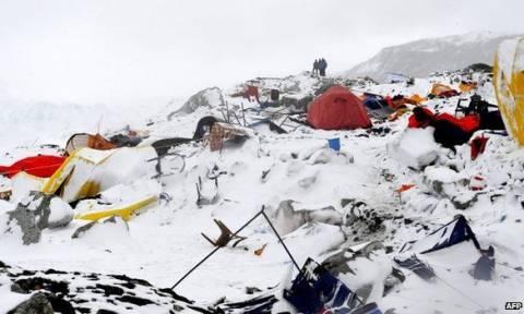 Νεπάλ: Συγκλονίζουν οι μαρτυρίες των επιζώντων της χιονοστιβάδας στο Έβερεστ