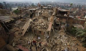 Σεισμός στο Νεπάλ: Η διεθνής βοήθεια καταφθάνει στο Κατμαντού