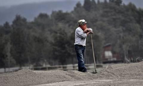 Χιλή: Ολόκληρη πόλη σκεπάστηκε από στάχτη μετά την έκρηξη ηφαιστείου (photos)