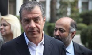 Θεοδωράκης: Η κοινωνία και η οικονομία είναι εκτός ορίων