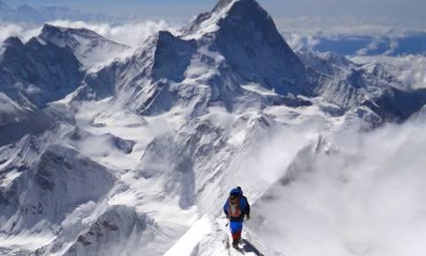 Η Κίνα ανέστειλε τις ορειβατικές αποστολές στο Έβερεστ λόγω του σεισμού