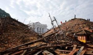 Συγκλονιστικές εικόνες από το κατεστραμμένο Νεπάλ - Στους 4.000 οι νεκροί