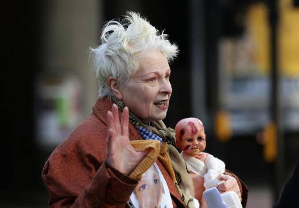 Εκστρατεία σχεδιάστριας κατά του fracking με ακρωτηριασμένο «μωρό» (video+photos)