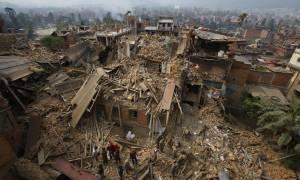 Σεισμός στο Νεπάλ: Αγωνία για τους επιζώντες στα συντρίμμια