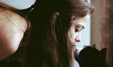 Προτιμάς τη μοναξιά; Καλύτερα όχι! 4 βήματα για να γίνεις πιο κοινωνική