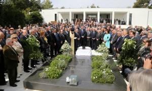 Παρουσία του ΠτΔ το ετήσιο μνημόσυνο για τον Κωνσταντίνο Καραμανλή