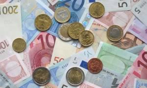 Κοντά σε υψηλό τριών εβδομάδων το ευρώ, λόγω Ελλάδας
