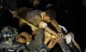 Νεπάλ: Ανασύρθηκε ζωντανός 80 ώρες μετά το σεισμό!