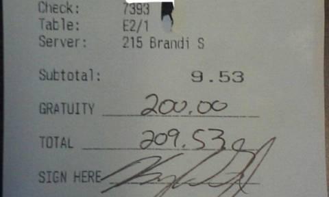Το απίστευτο φιλοδώρημα σε σερβιτόρα που έγινε viral