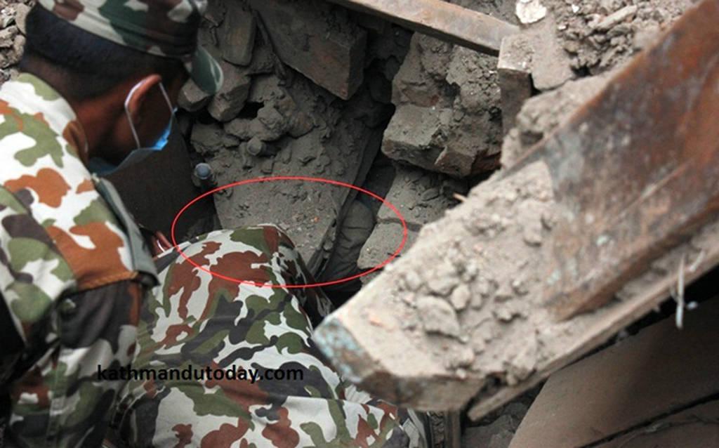 Νεπάλ: Βρέφος ήταν για 22 ώρες παγιδευμένο στα συντρίμμια