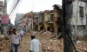 Νεπάλ: Στο Παρίσι επιζήσαντες του σεισμού - Τουλάχιστον 5.500 οι νεκροί