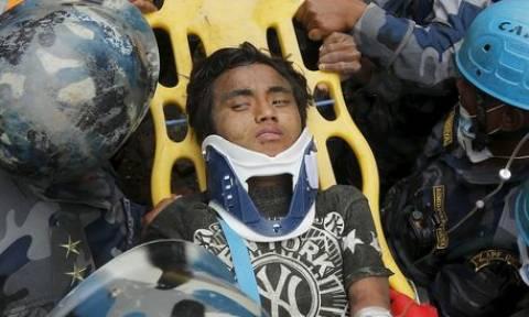 Νεπάλ: Επιχείρηση απεγκλωβισμού 15χρονου - Επιβίωσε 5 μέρες στα συντρίμμια