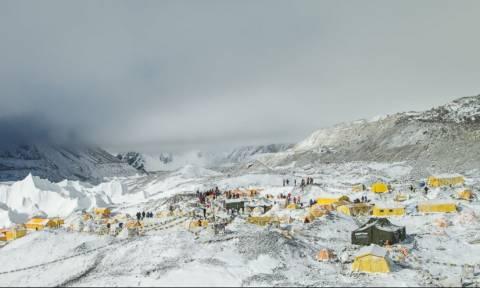 Κόντυνε το... Έβερεστ λόγω του σεισμού στο Νεπάλ