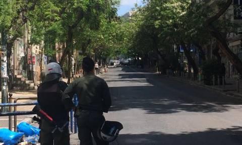 Φωτιά σε κάδους στα Εξάρχεια - Ένταση μετά την πορεία στο κέντρο της Αθήνας (pics)