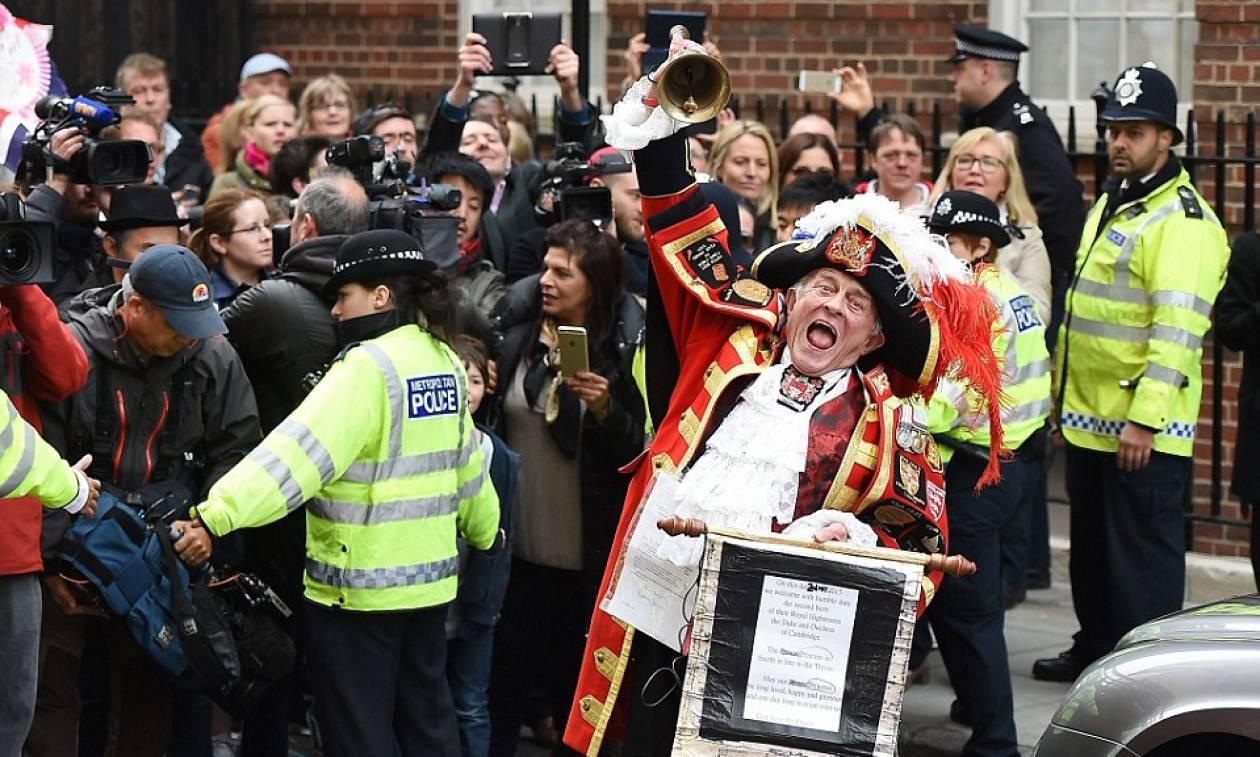 Στη Βρετανία ασχολούνται με το πριγκιπικό βρέφος (photos)