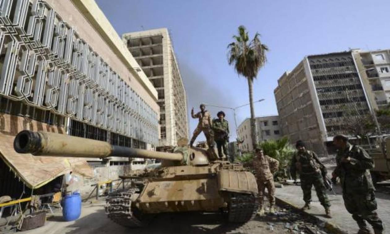 Λιβύη: Τρεις νεκροί από επίθεση ρουκέτας σε ιατρικό κέντρο στη Βεγγάζη