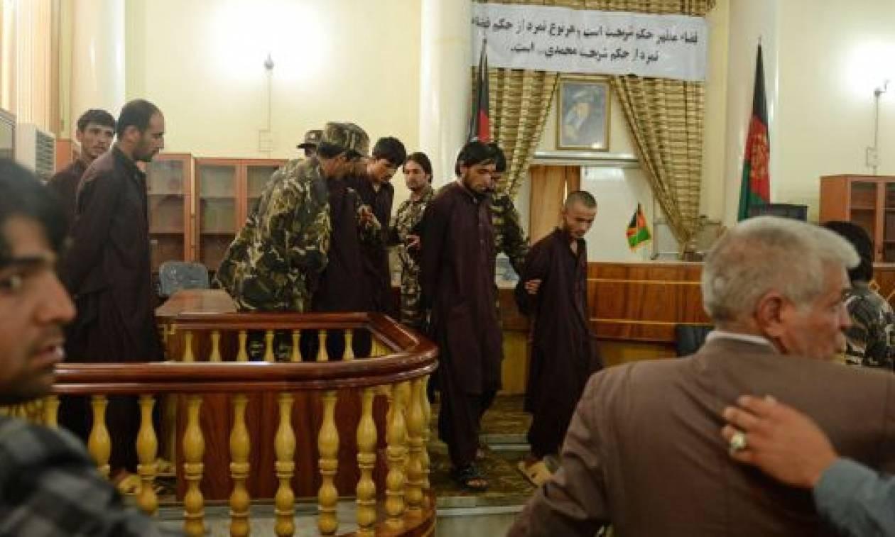 Ξεκίνησε η δίκη των κατηγορούμενων για λιντσάρισμα 27χρονης Αφγανής