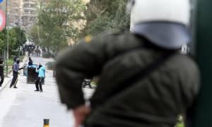 Εξάρχεια: Επίθεση αγνώστων σε αστυνομικό