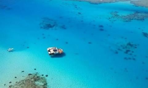 CLOUD9: Ένα εντυπωσιακό πλωτό μπαρ στα νησιά Φίτζι