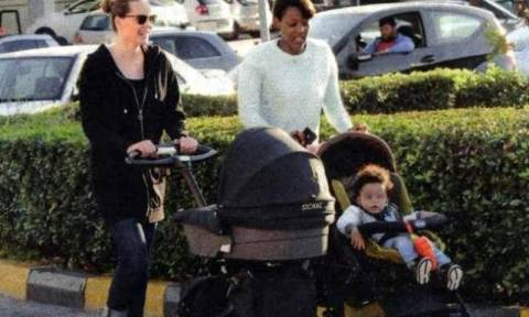 Υβόννη Μπόσνιακ: Βόλτα στον ήλιο με την κόρη της