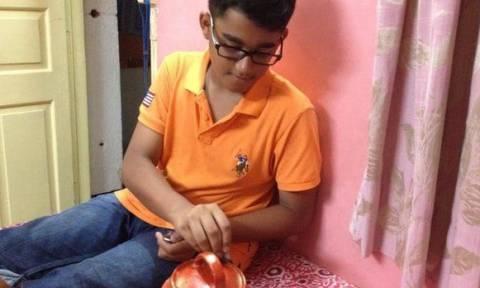 Δωδεκάχρονος έσπασε τον κουμπαρά του για να βοηθήσει τους Νεπαλέζους