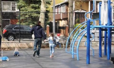 Πόσο εύκολα μπορεί κάποιος να απαγάγει ένα παιδί; Η απάντηση σοκάρει! (vid)