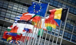 Bloomberg: Η Κομισιόν θα υποβαθμίσει τις εκτιμήσεις για την ελληνική οικονομία