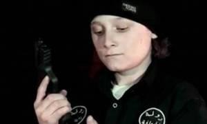Ανήλικος εκτελεστής: Νέο βίντεο του ΙΚ με την εκτέλεση κρατουμένου από 14χρονο (vid)