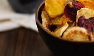 To πιο υγιεινό σνακ: Πεντανόστιμα τσιπς λαχανικών στο φούρνο!