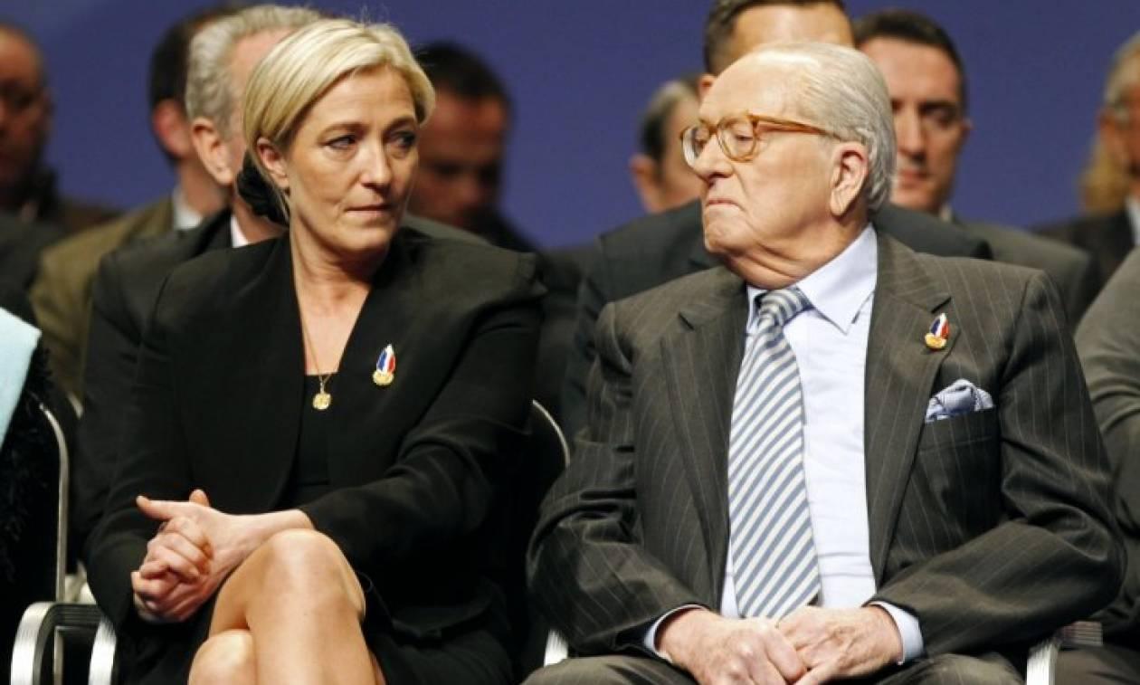 «Οικογενειακές ιστορίες» στη Γαλλία: Η Λε Πεν έθεσε σε «διαθεσιμότητα» τον πατέρα της