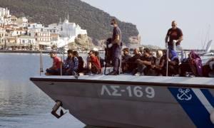 Δεκάδες μετανάστες εντοπίστηκαν στο Αιγαίο τις τελευταίες ώρες