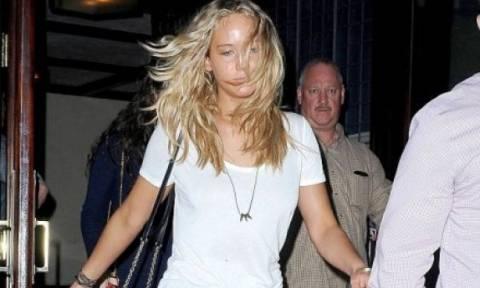 Jennifer Lawrence τι συνέβη στο πρόσωπό σου  b9cb551a4c1