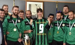 Το «ευχαριστώ» της Ποδοσφαιρικής Ομάδας Κωφών στην Έλενα Κουντουρά (pics)