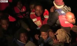 Το BBC στη Λέρο: Εικόνες από την επιχείρηση διάσωσης μεταναστών (video)